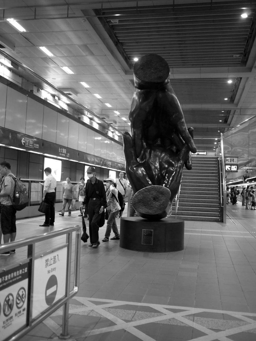 Sculpture in Taipei Main Station